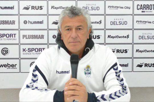 Néstor Gorosito en una conferencia de prensa de Gimnasia.