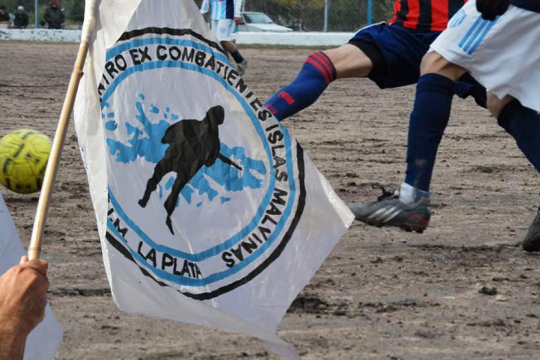 los ex combatientes de malvinas tendran su propia copa y dan su mensaje: ?el futbol no es la guerra?