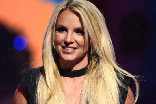 Britney Spears exige a su padre, Jamie Spears, que renuncie a su tutoría.