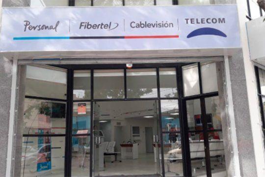 La empresa Telecom y sus subsidiarias del Grupo Clarín, Cablevision y Fibertel ddberan volver atrás con el incremento de los servicios