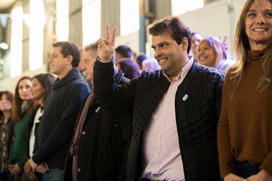 debandi y collia se lanzaron en tres de febrero con criticas al relato de valenzuela
