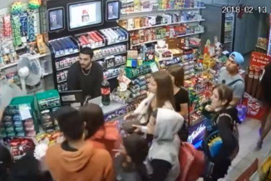 video: asi robaba un grupo de adolescentes un kiosco del microcentro marplatense