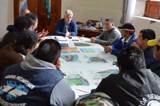 por la crisis economica, en patagones paralizaron una obra de viviendas y podria haber despidos