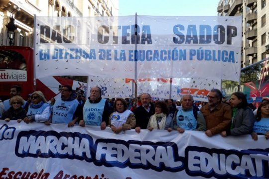 arranca la semana con una reunion entre el gobierno y los gremios docentes nacionales