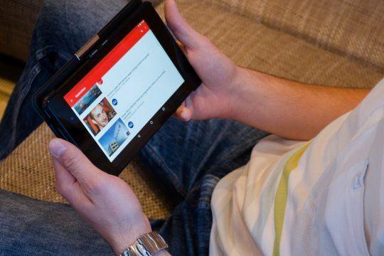 youtube endurece sus politicas y borra los videos que incitan a la discriminacion
