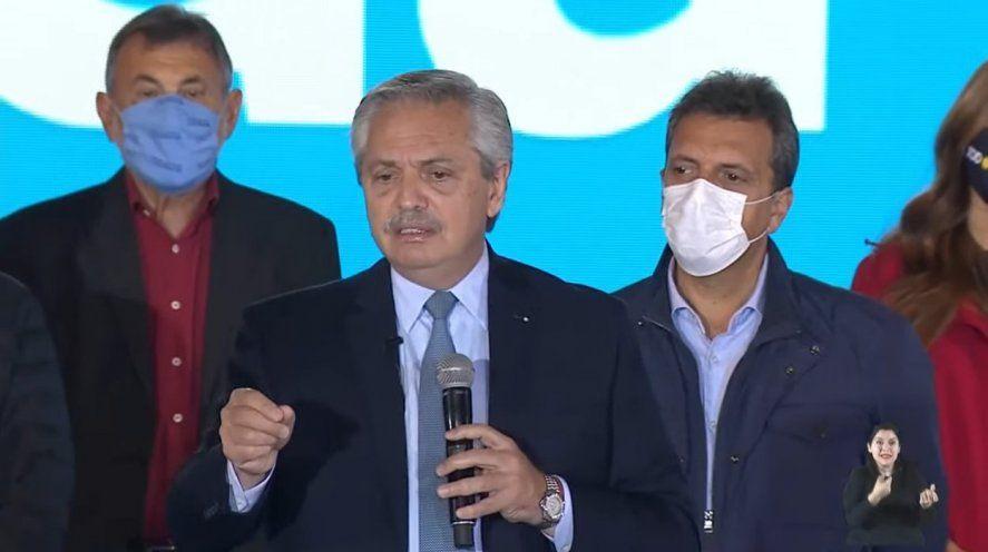 El Presidente cuestionó la gestión de Mauricio Macri y marcó una serie de diferencias ideológicas.