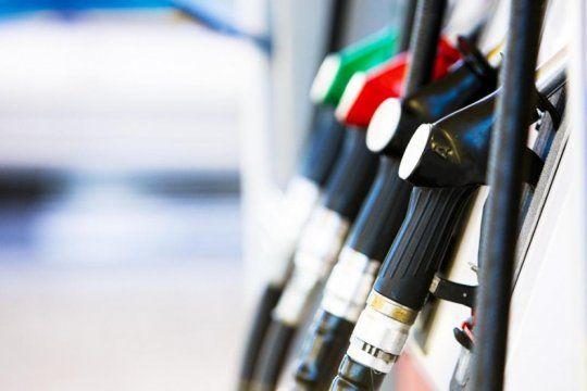 las estaciones de bandera blanca se quejan del congelamiento de precios del combustible