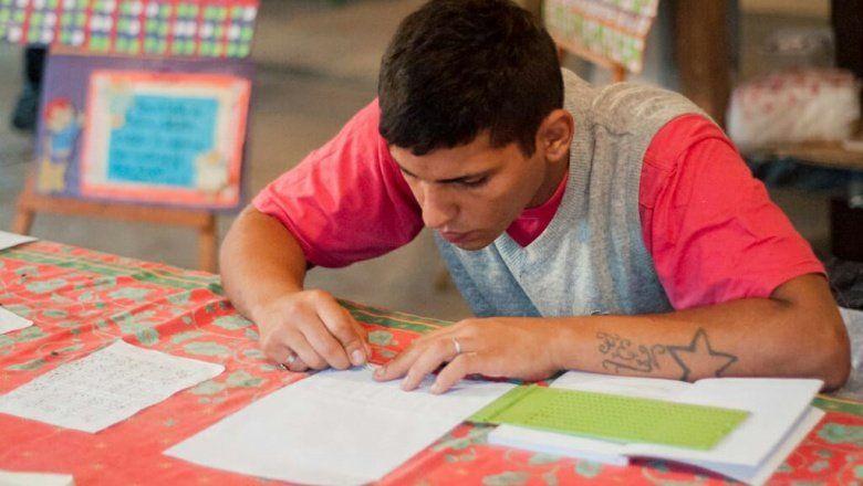 La República de los Niños, más inclusiva: presos bonaerenses confeccionan cartelería en Braille