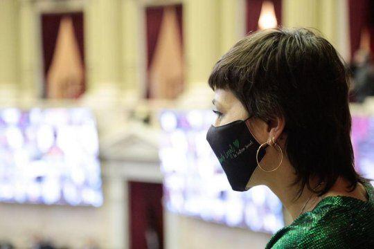 Mayra Mendoza cruzó a la diputa del PRO que calificó al feminismo como un charquito verde
