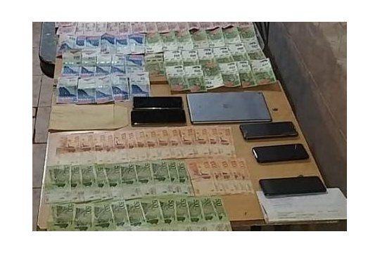 La Policía incautó 66.000 pesos, 14 celulares, una tablet y un auto por la estafa