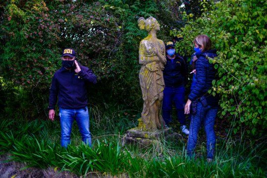 La estatua Sirena de Mar del Plata es una obra de fundición de 1900 traída desde los Altos Hornos y Fundiciones de arte del Val D'Osne, de París.
