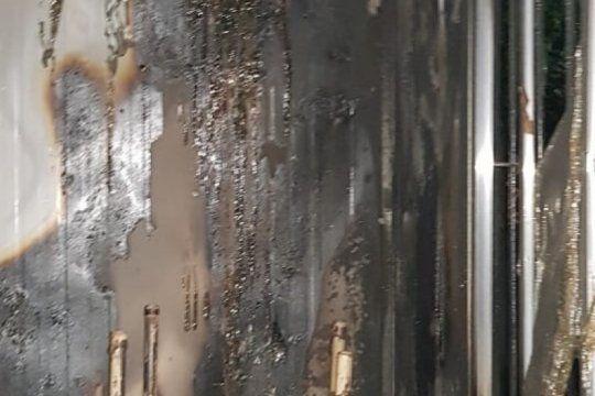 angustia: quemaron un aula y vandalizaron una escuela en general rodriguez