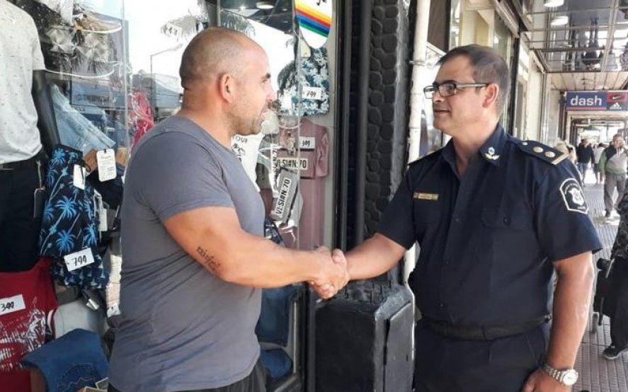 Diferentes comisarios salieron a la calle para escuchar los reclamos de la gente