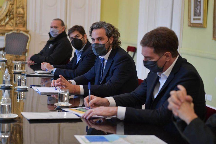 Santiago Cafiero encabezó la reunión tripartita sobre los nuevos permisos de transporte y circulación. Diego Santilli