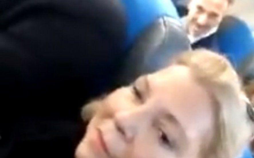 ¿Y el Dólar a 23? Increparon a Lilita Carrió en el avión mientras volvía a Buenos Aires