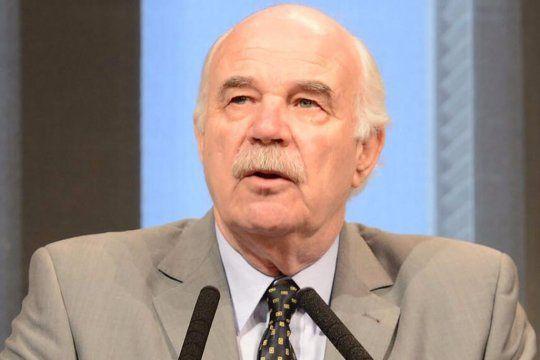 Murió de COVID el exministro de Agricultura, Carlos Casamiquela.