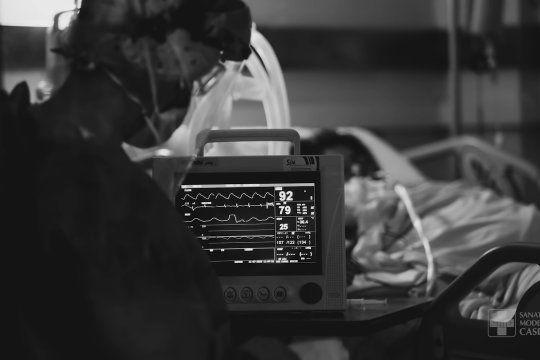el dramatico documental de un sanatorio bonaerense que muestra la lucha del personal de salud contra el coronavirus