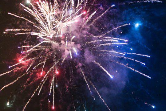 suspenden la prohibicion de fuegos artificiales en otro municipio bonaerense