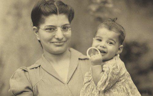 Freddie Mercury con su madre