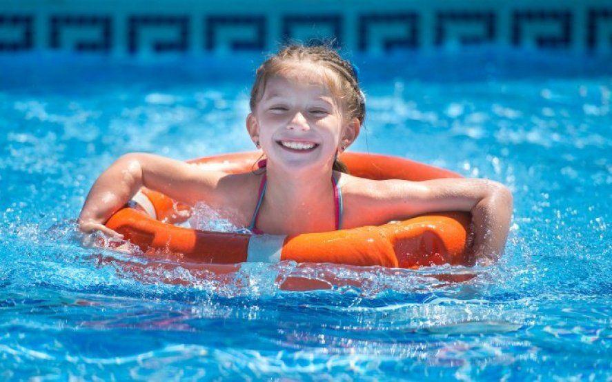 Verano en el agua: consejos para prevenir accidentes domésticos y evitar una tragedia
