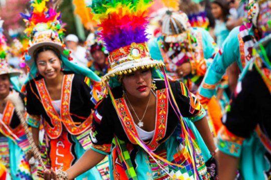 la provincia celebra el carnaval andino en la costa atlantica