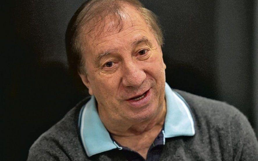 """El parte médico de Carlos Bilardo habla de: """"Pronóstico reservado"""""""
