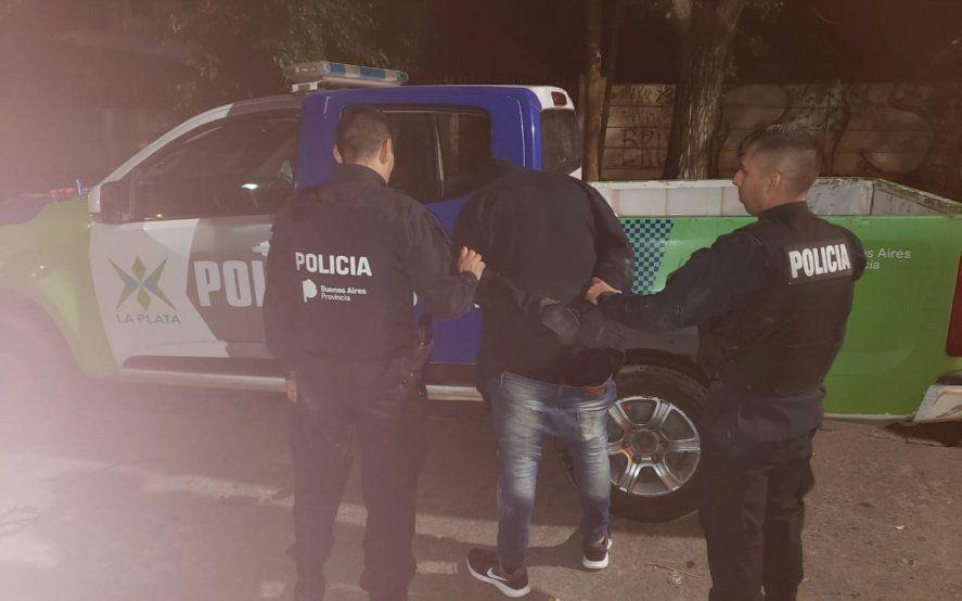 La Plata: delincuentes entraron a una casa y tomaron de rehén a toda una familia