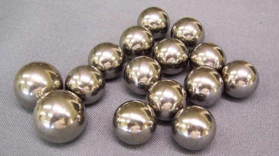 El acertijo matemático de las 12 bolas de acero
