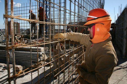 La construcción y la industria retrocedieron en julio