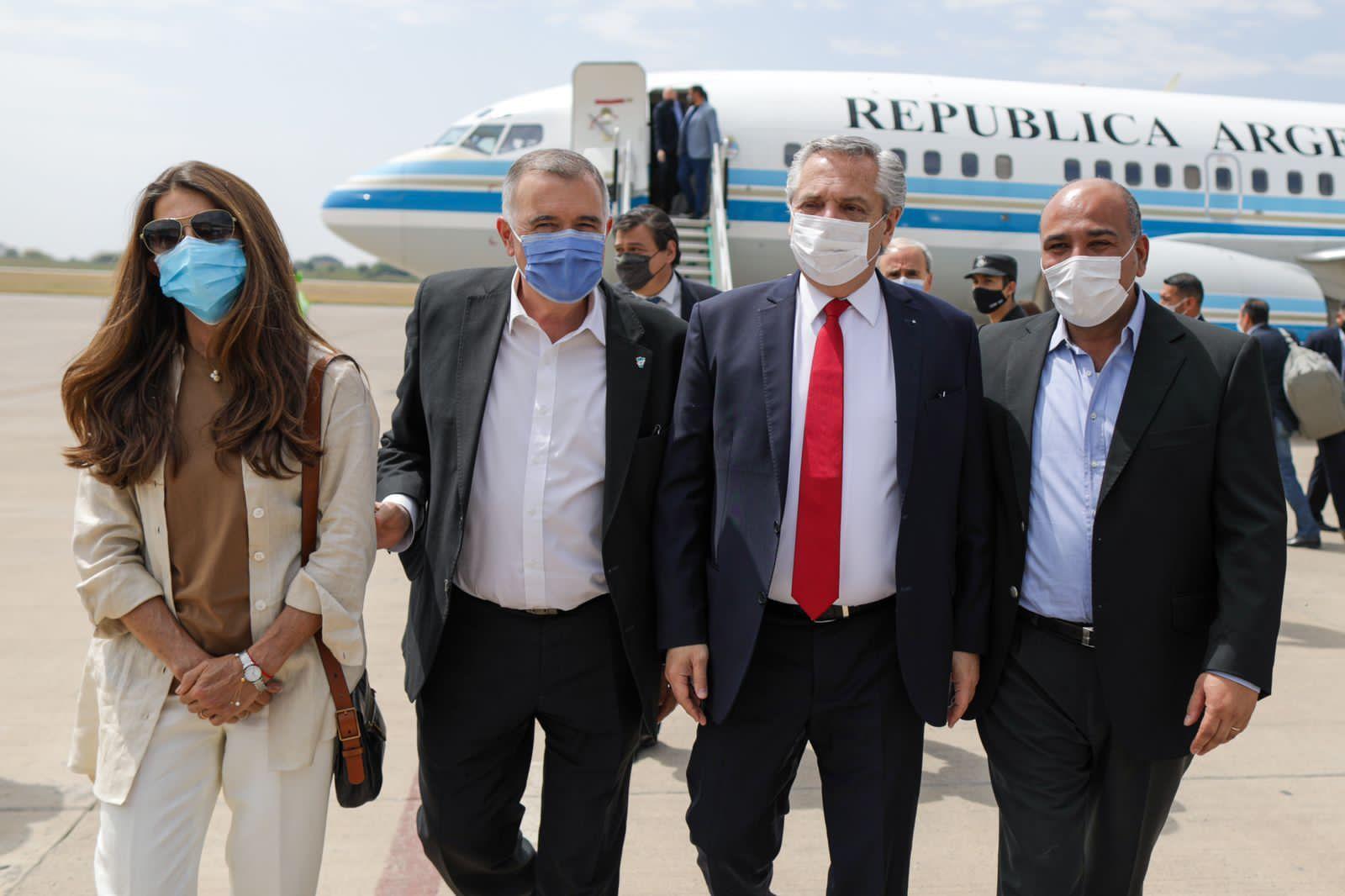 Alberto Fernández arribó a Tucumán: recorrerá fábricas y encabezará un acto del FdT