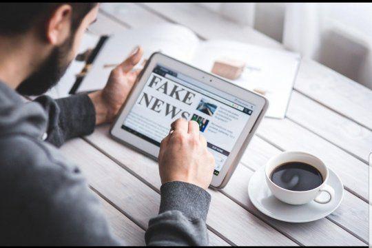 La Infodemia es el virus que comienza por los títulos falsos de los diarios