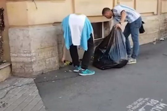 a la japonesa: despues del banderazo, hinchas argentinos limpiaron las calles de san petesburgo