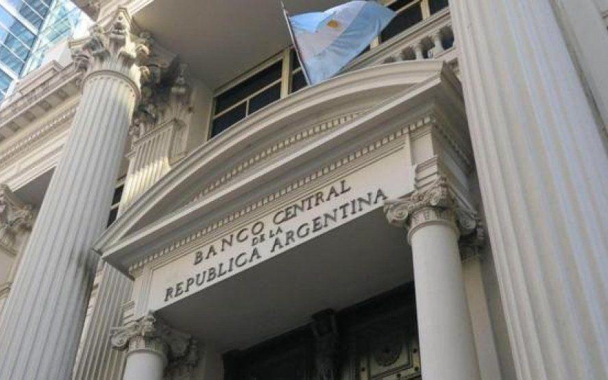 Un informe del Banco Central reveló que se espera una inflación anual de más del 40% y un dólar a $51