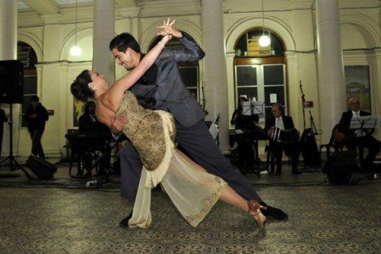 el proximo lunes vuelven las clases de tango y folklore gratuitas al rectorado de la unlp