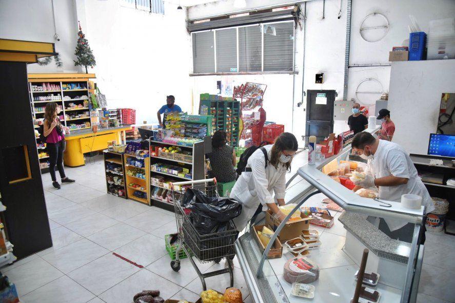 La Plata: supermercado clausurado, vendía alimentos vencidos