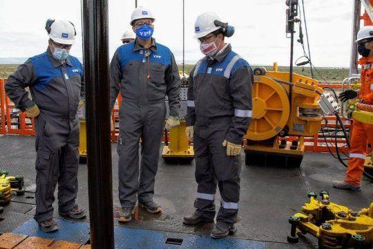 YPF trabaja en cuatro nuevas perforaciones en Vaca Muerta para mejorar la producción de gas.