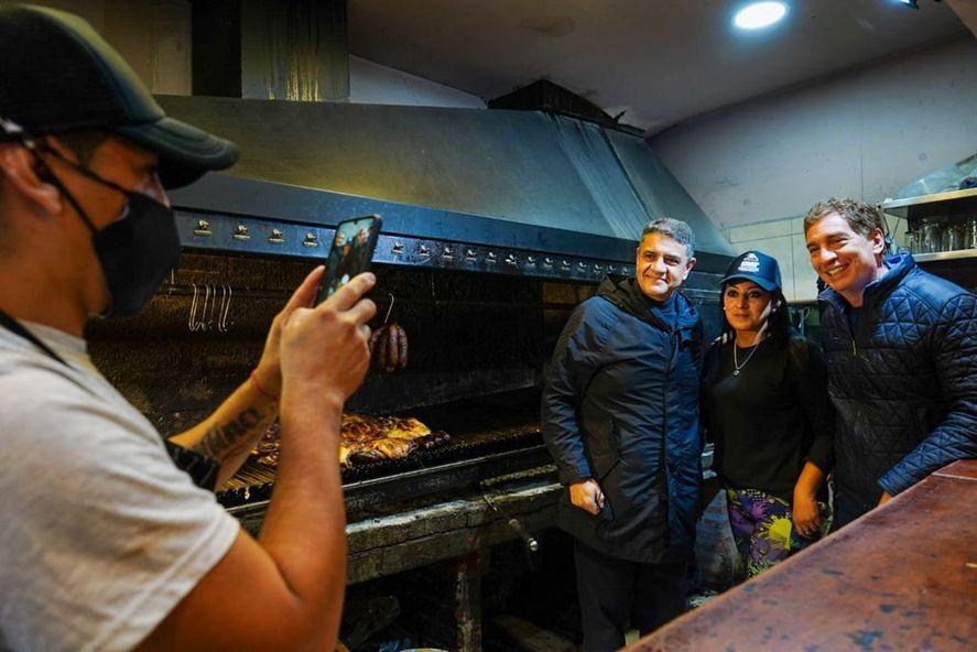 Santilli y Macri recorrieron locales comerciales en Carapachay.