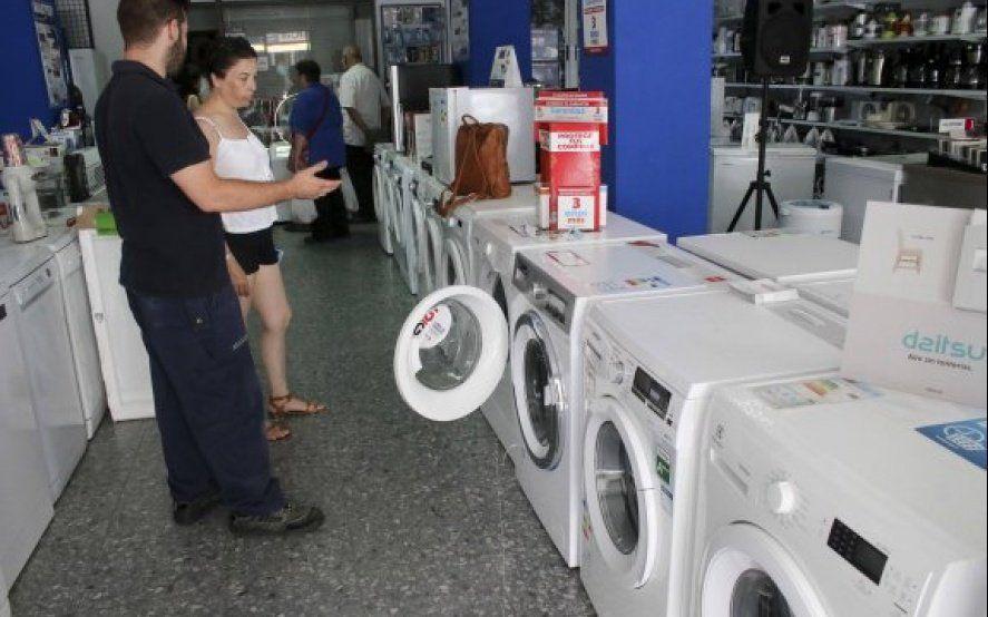 Pozo ciego: el consumo no termina de caer, la venta de electrodomésticos cayó 33%