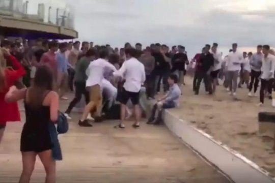 brutal golpiza a la salida de un boliche al enfrentarse dos bandas de jovenes: dos heridos