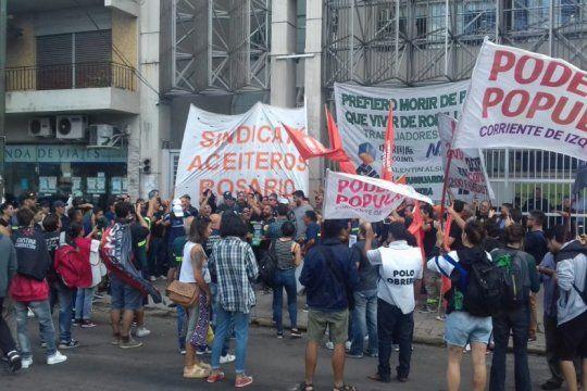 tras una nueva audiencia, los despedidos de la aceitera cofco acordaron extender la conciliacion obligatoria