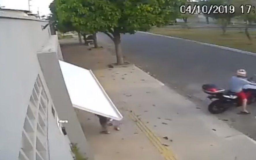 Secuestro por accidente: quedó encerrada en un garaje y su reacción se volvió viral en las redes