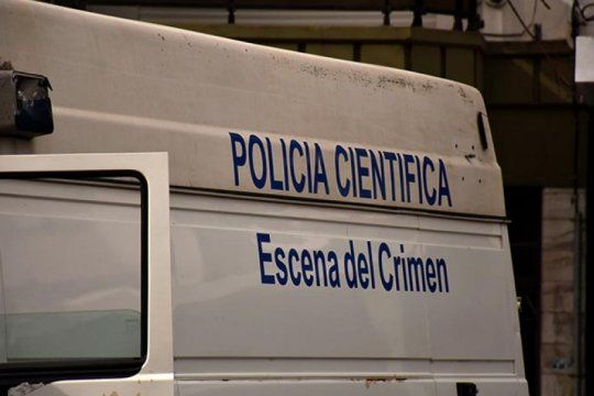 hallan muerto a un hombre de 56 anos en su departamento e investigan la causa del deceso