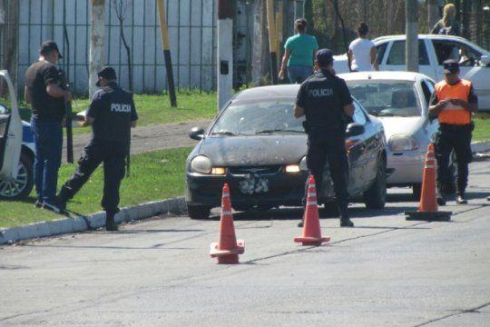 con mas de 500 efectivos, continua el megaoperativo policial en el barrio el mercadito de la plata