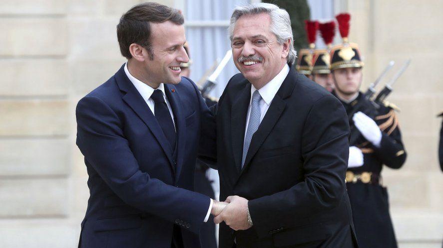 Alberto Fernández fue invitado por su francés