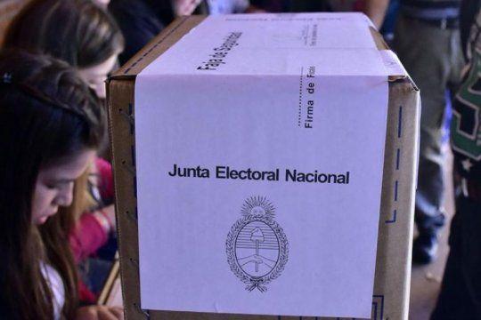 voto joven y voto extranjero: como funcionan y que pueden votar en las elecciones de este domingo