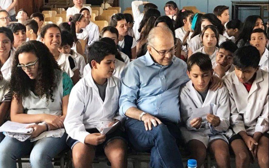 """""""Los pensamientos quedarán"""": Sabella compartió su experiencia en una escuela y los alumnos le regalaron una canción"""