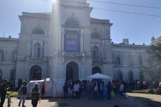 la plata: cooperativistas se manifiestan en plaza moreno