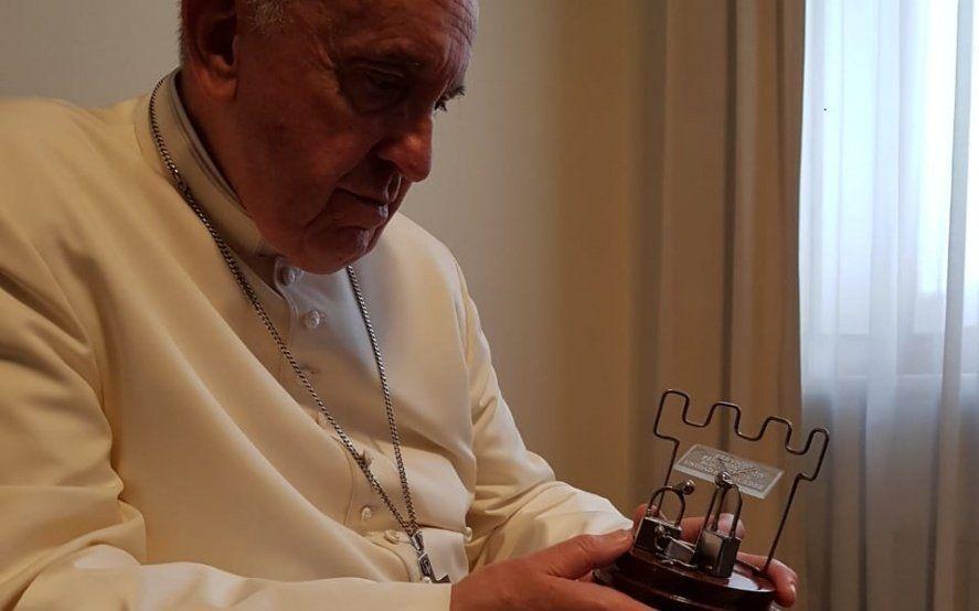 Presos y penitenciarios de la cárcel de Mercedes le entregaron un regalo al Papa Francisco