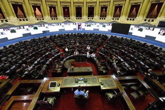 Diputados debaten de manera remota la acreditación inmediata para compras con débito.