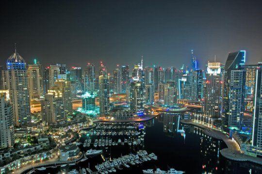 Aunque el lujo es lo cotidiano en Dubái, hay alojamientos y destinos accesibles para el turista común